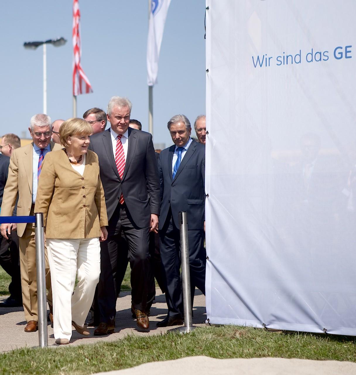 GE01-Merkel-Wowereit-Eroeffnung