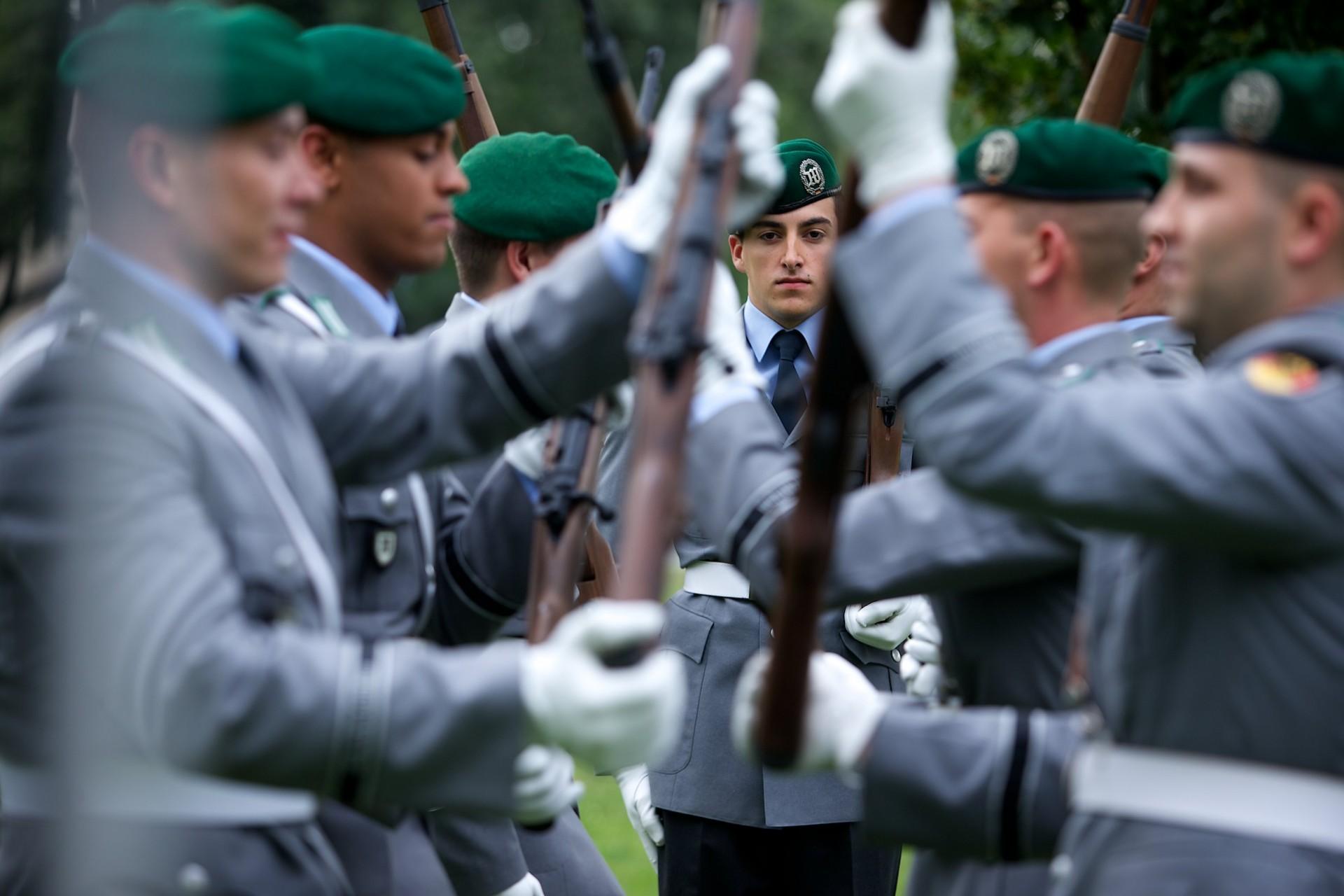Werbung, Bundeswehr, Dirk Lässig, Vorbereitung auf einen Staatsbesuch Wachbataillon beim Bundesministerium der Verteidigung Kurt-Schumacher-Damm 41 13405 Berlin